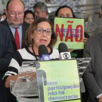 Parlamentares e representantes da sociedade civil fazem ato contra decreto que extingue conselhos