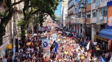 Lídice participa das manifestações contra os cortes na educação em Salvador