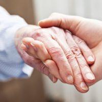 Socialistas querem tornar obrigatório atendimento  domiciliar de idosos via planos de saúde