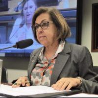 Lídice saúda congresso da Ufba e critica cortes no orçamento das universidades federais