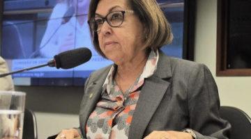 Deputadas entram com representação contra ministra Damares