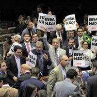 """""""Deputado que votará a favor da Reforma terá dificuldade em encarar o trabalhador"""", prevê Lídice"""