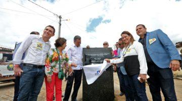Ao lado de Rui Costa deputada Lídice da Mata participa de entregas em Barra do Rocha