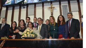 Lídice da Mata recebe a mais alta honraria do Poder Legislativo da Bahia