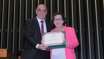 Obras Sociais Irmã Dulce recebem premiação na Câmara por indicação da deputada Lídice