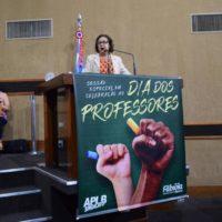 Em sessão especial em homenagem ao Dia do professor na ALBA, Lídice da Mata reafirma apoio a classe e lamenta atuação do governo na educação do país