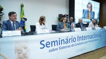 Brasil está atrasado nas políticas públicas para idosos, dizem especialistas