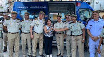 Com recursos destinados por Lídice, PM entrega unidade móvel de segurança no Calabar