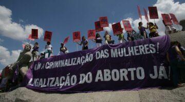 Deputadas apresentam projeto contra portaria do governo que dificulta aborto legal após estupro