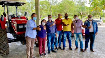 Deputada Lídice da Mata celebra entrega de tratores e máquinas a agricultores de Xique-Xique