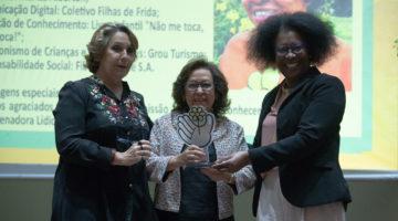 Lídice recebe prêmio por atuação em defesa das crianças e adolescentes