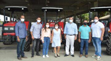 Lídice garante tratores e implementos para pequenos agricultores de Amargosa, Ibirataia e Crisópolis