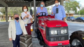 Com emenda de Lídice , governo destina trator e máquinas agrícolas para Itabuna